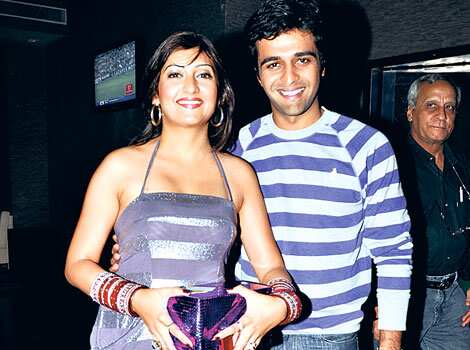 Just married: Juhi Parmar and Sachin Shroff at the birthday bash of Tina. Cake and candles