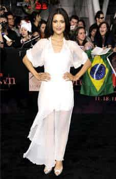 Julia Jones arrives at the world premiere of The Twilight Saga: Breaking Dawn - Part 1. (AP Photo/Chris Pizzello) PREMIERE! The Twilight Saga: Breaking Dawn