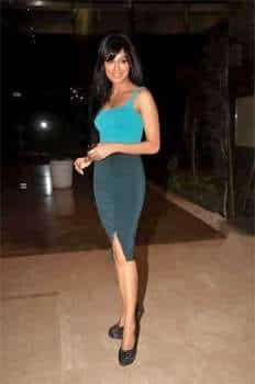 Chitrangada Singh looks smart in a casual turquoise and steel grey outfit. PARTY TIME! B-Town @ Farah Khan