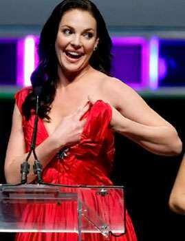 Katherine Heigl managed to avert a catastrophic wardrobe malfunction after her halter dress came off. Oops! The nip slips