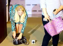 The blonde beauty is in India to promote her designer handbags and accessories. Paris Hilton woos Mumbai