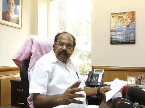 M Veerappa Moily takes charge as petroleum minister at Shastri Bhavan in New Delhi. HT/Sanjeev Verma First day at office
