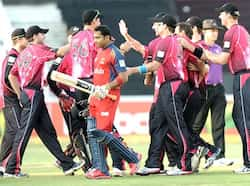 Sydney Sixers squad celebrates the dismissal of Highveld Lions