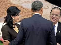 US President Barack Obama greets Thai Prime Minister Yingluck Shinawatra and Philippines President Benigno Aquino ahead of a picture preceding the 7th East Asia Summit in Phnom Penh. AFP 7th East Asian Summit in Cambodia
