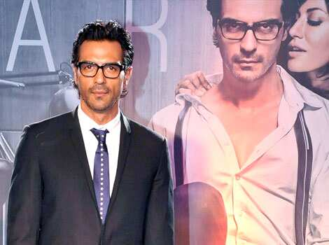 Arjun Rampal looks a top notch corporate executive as he poses against his Inkaar poster. HOT COUPLE: Chitrangda-Arjun at Inkaar event
