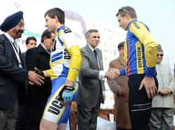 Jammu and Kashmir chief minister Omar Abdullah shaking hands with participants during Tour de India International Cycling Race on the banks of world famous Dal Lake in Srinagar. It is the first ever international cycling race held in India. UNI Tour de India