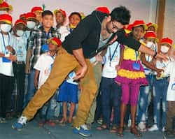 Bollywood actor Ranbir Kapoor dances during an event organised to celebrate Christmas with cancer affected children in Mumbai.  UNI PHOTO Ranbir Kapoor celebrates Christmas with cancer affected kids