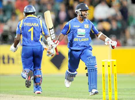 Sri Lankan batsman Nuwan Kulasekara (R) celebrates after hitting the winning runs against Australia with teammate Thisara Perera (L) in their international one-day cricket match in Hobart. (AFP Photo) Hobart ODI: Aus vs SL