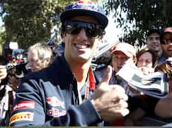 Toro Rosso Formula One driver Daniel Ricciardo of Australia gives a thumb up as he arrives at the Albert Park circuit for the third practice session of the Australian F1 Grand Prix in Melbourne. Reuters/Brandon Malone Aus GP: 3rd practice session