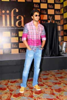 Riteish Deshmukh in a brightly coloured avatar. Bollywood votes at IIFA awards