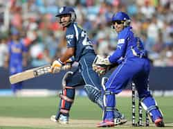 Deccan Chargers batsman Shikhar Dhawan (L) plays a shot as Rajasthan Royals wicketkeeper Dishant Yagnik looks on during the IPL Twenty20 cricket match at the Sawai Mansingh Stadium in Jaipur. AFP/Sajjad Hussain Rajasthan beat Deccan