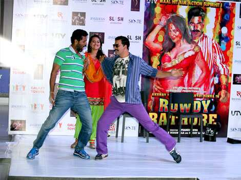Director Prabhu Deva and Akshay Kumar show some moves while promoting the film. Rowdies Akshay-Sonakshi rock Delhi