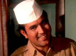 Bawarchi, family entertainer was directed by Hrishikesh Mukherjee, starring Rajesh Khanna and Jaya Badhuri. The movie is about a young man named Raghu (Rajesh Khanna) who offers to work as a cook, and is hired. Raghu soon becomes the family