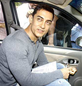 Aamir Khan, who has become a messiah of sorts for the people of the country, has once again made a trip to the Capital to dicuss the pitiable condition of manual scavengers with the Prime Minister of India. Aamir Khan, the good samaritan