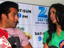 Ex-flames Salman Khan and Katrina Kaif were seen sharing some cheeky moments during the promotion of Ek Tha Tiger, on the sets of Dance India Dance