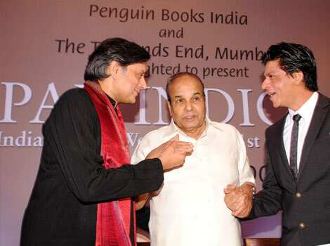 Shah Rukh was seen chatting with Tharoor and the governor of Maharashtra. BOOKED! SRK with Shashi Tharoor