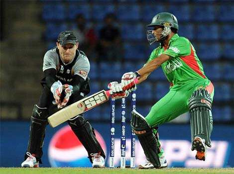 New Zealand wicketkeeper Brendon McCullum (L) watches as Bangladesh batsman Nasir Hossain plays a shot during their ICC Twenty20 Cricket World Cup match at the Pallekele International Cricket Stadium in Pallekele. AFP Photo/Prakash Singh WC T20: NZ beat Bangladesh
