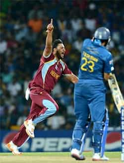 West Indies bowler Ravi Rampaul (L) celebrates after taking the wicket of Sri Lankan batsman Tillakaratne Dilshan during the ICC Twenty20 Cricket World Cup