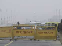 Traffic plying in fog at Vijay Chowk in New Delhi on the first day of the New Year. PTI/Atul Yadav A chilly start to New Year