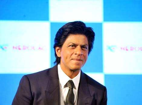 Shah Rukh Khan gestures at the promotional event. Shah Rukh Khan paints the town red!