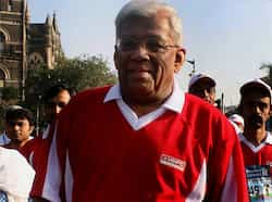 Chairman of Housing Development Finance Corporation Deepak Parekh participates in Standard Chartered Marathon in Mumbai. PTI Mumbai Marathon 2013