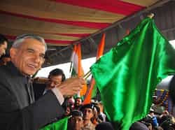 Railway minister Pawan Kumar Bansal flagging off new Shatabdi Express at Chandigarh railway station. Sant Arora/HT Region in pics