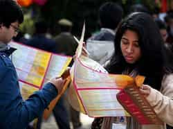 Attendees check out session schedules of the Jaipur Literature Festival 2013  in Jaipur, Rajasthan. Photo by M Zhazo/Hindustan Times Book talk at JLF 2013