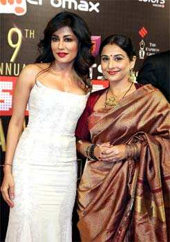 Newly wed Vidya Balan in her typical style with hottie Chitrangda Singh at the awards. (AFP Photo) Black rules at Screen Awards