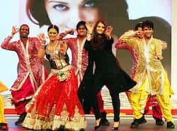 Aishwarya Rai dances with TV actress Shweta Tewari at the gala. CHARMER! Aishwarya Rai Bachchan performs at event
