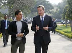 David Cameron and Aamir Khan about to meet Women Cab Drivers near Jhanki Devi College in New Delhi on Tuesday.(HT Photo) MOBBED: Aamir Khan, David Cameron