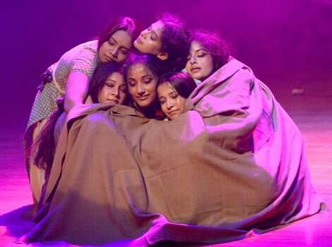 A troupe from Kolkata performing during Chandigarh dance festival at Tagore Theatre in Chandigarh. Keshav Singh/HT Region in Pics