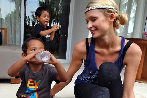 http://www.hindustantimes.com/Images/HTEditImages/Images/paris-hilton-orphans-bali.jpg