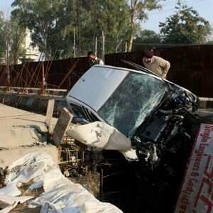 http://www.hindustantimes.com/Images/Popup/2013/10/Accident_01_compressed.jpg