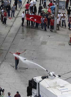 http://www.hindustantimes.com/Images/Popup/2013/6/turkeyprotest3.jpg