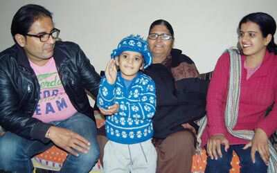 http://www.hindustantimes.com/Images/Popup/2014/1/Kapil%20Sharma%20Family010_compressed.jpg