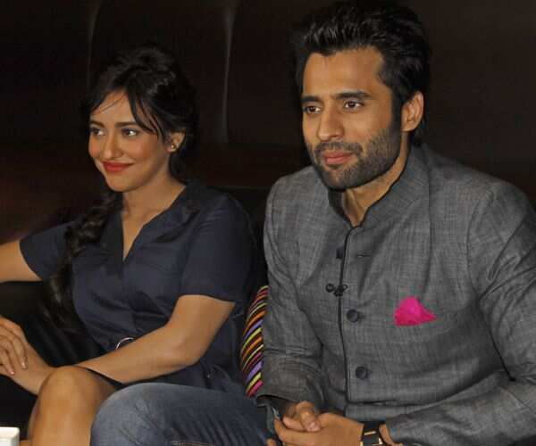 https://www.hindustantimes.com/Images/Popup/2014/1/Neha%20Sharma%20and%20Jacky%20Bhagnani-_compressed.jpg