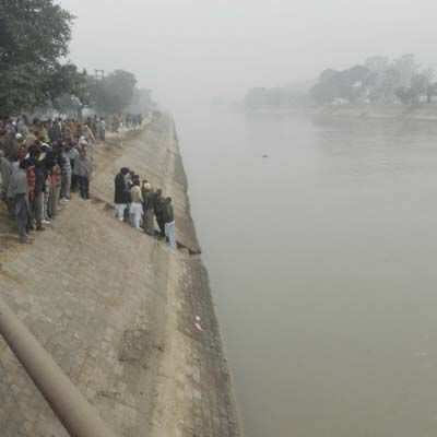 http://www.hindustantimes.com/Images/Popup/2014/1/canalcar_compressed.jpg