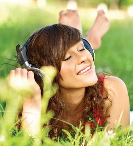 http://www.hindustantimes.com/Images/popup/2013/4/Woman-listening-music.jpg