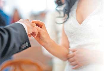 https://www.hindustantimes.com/Images/popup/2014/1/marriage-sonal-kalra.jpg
