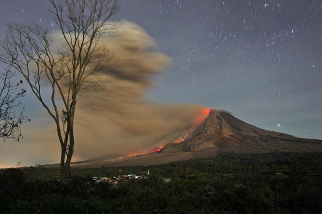 http://www.hindustantimes.com/Images/popup/2014/10/volcano5.jpg