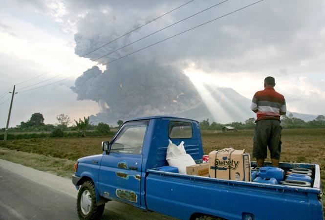 http://www.hindustantimes.com/Images/popup/2014/10/volcano6.jpg