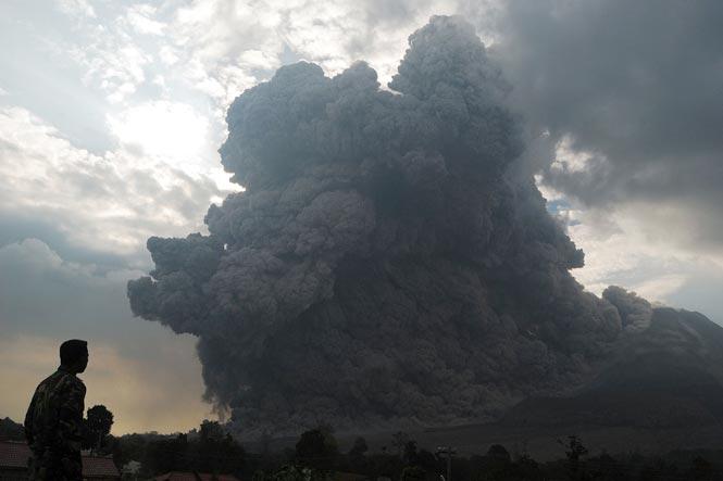 http://www.hindustantimes.com/Images/popup/2014/10/volcano9.jpg
