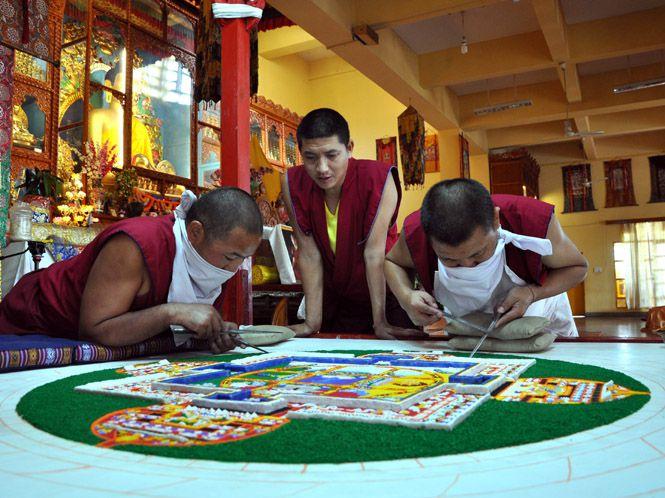 https://www.hindustantimes.com/Images/popup/2014/11/Tibetantraditional_compressed.jpg