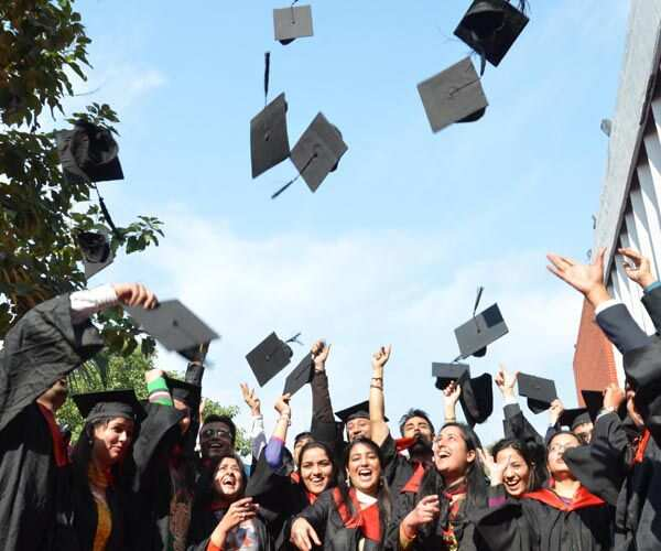 https://www.hindustantimes.com/Images/popup/2014/11/convocationceremony_compressed.jpg