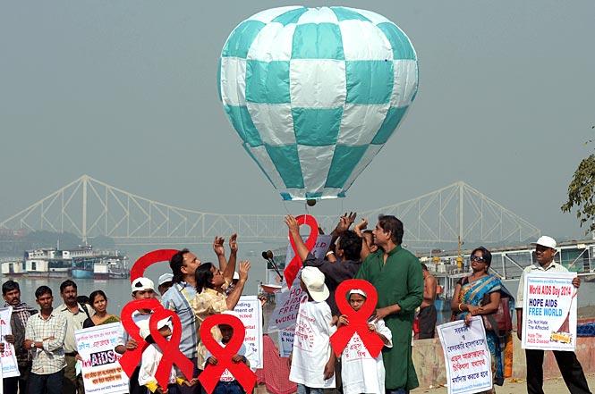 https://www.hindustantimes.com/Images/popup/2014/12/AIDS1.jpg