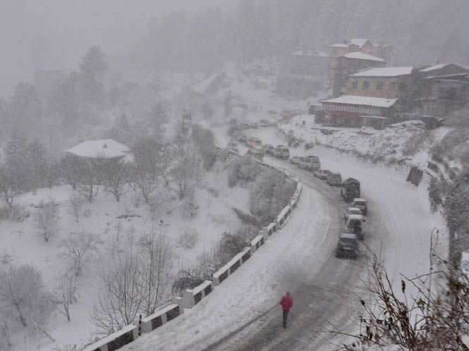 http://www.hindustantimes.com/Images/popup/2014/12/Snowfall3_compressed.jpg