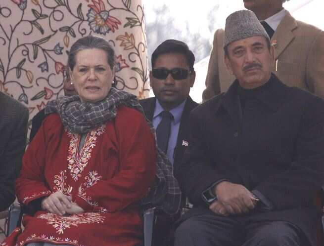 https://www.hindustantimes.com/Images/popup/2014/12/soniainkashmir_compressed.jpg