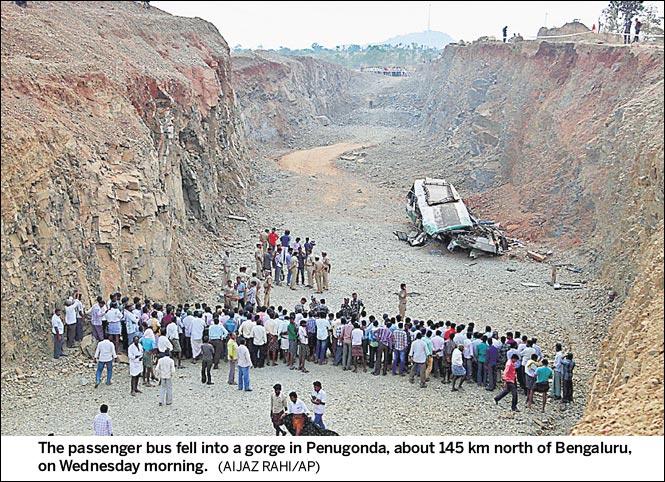 http://www.hindustantimes.com/Images/popup/2015/1/passenger_bus_fell.jpg