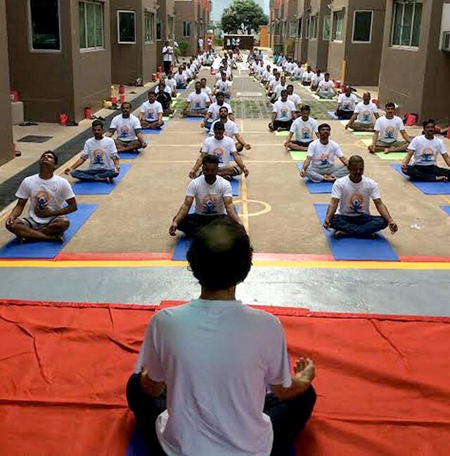 http://www.hindustantimes.com/Images/popup/2015/6/YogaSingapore.jpg