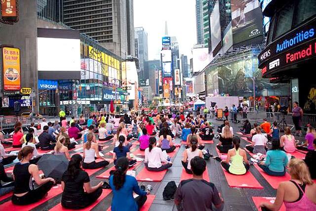 https://www.hindustantimes.com/Images/popup/2015/6/YogaTimesSquare.jpg